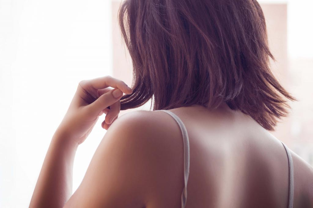 Pflege nach dem Sonnenbad: Hautberührungen vermeiden