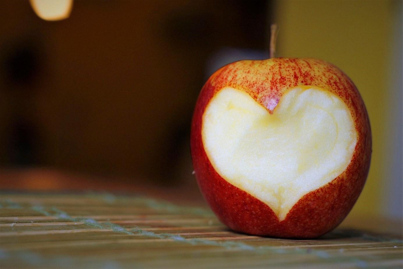 Apfel essen: Fit in den Herbst