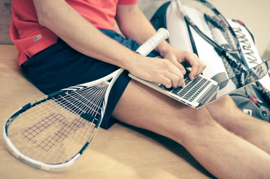 Sportler mit Laptop