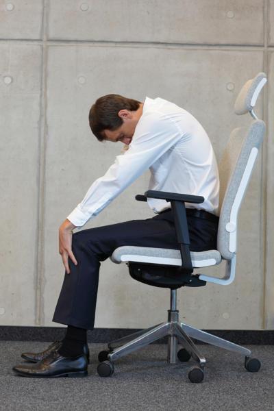 Übung 3: Katzenbuckel. Bürogymnastik. Rückenübungen fürs Büro und zuhause.