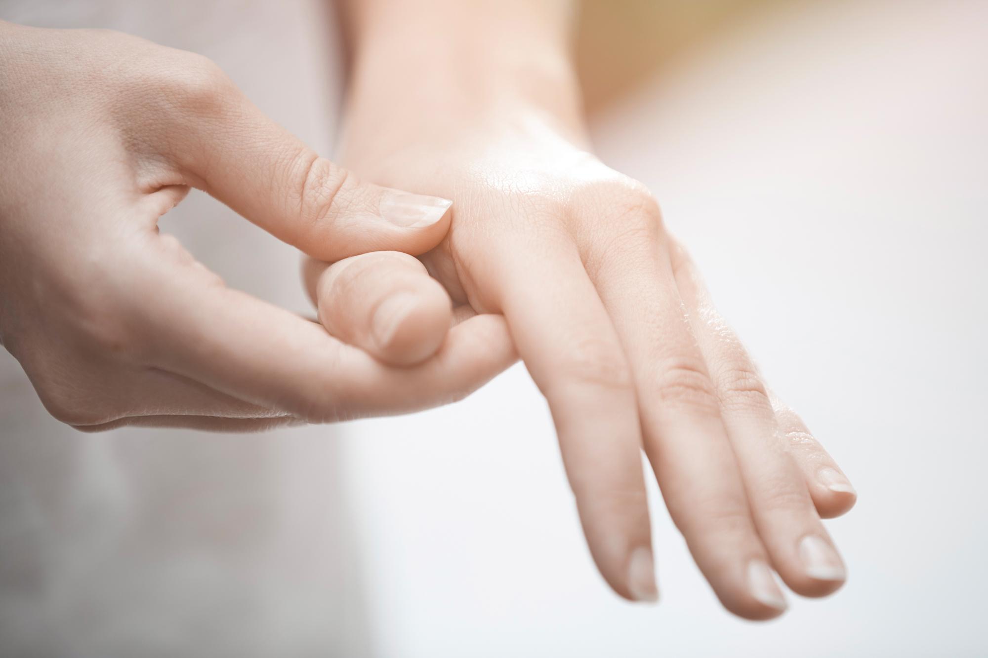 Tipp #1 bei Fingerarthrose: Handmassage